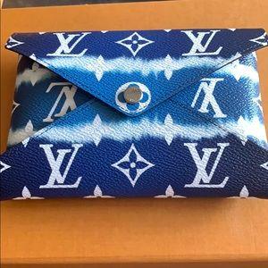 Louis Vuitton escale pouch blue